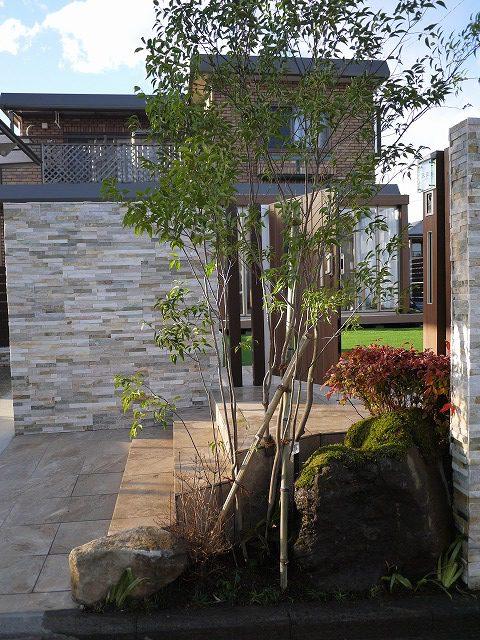 タイル貼り・自然石タイル壁貼り