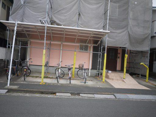 スタンプコンクリート, スプレーコンクリート 施工前 BEFORE 既存のコンクリートは経年劣化で汚れやひび割れが多くあります。